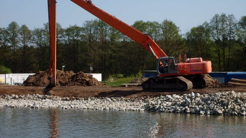 Dredging can spread contaminated sediment near the New Jersey coastline, but a new Rutgers-developed device can quickly check for lead contamination levels. – Photo by Libreshot