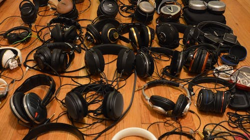 """HeadFi, a new innovation created by Rutgers engineers, allows individuals to turn their traditional headphones into """"smart"""" ones through the use of a plug-in adapter rather than having to purchase new headphones. – Photo by Rutgers.edu"""