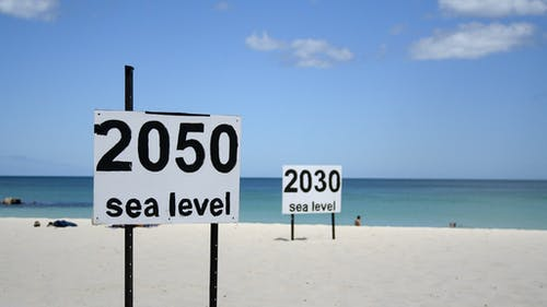 The significant rise in sea level during the 20th century is a result of global factors such as climate change and melting ice caps. – Photo by Flickr