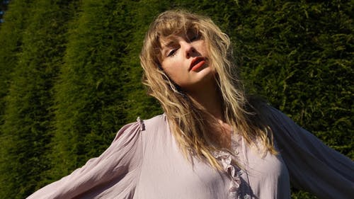 If you're ever roaming around campus and need to feel like the main character, there's only one option: stream Taylor Swift. – Photo by Taylor Swift / Twitter