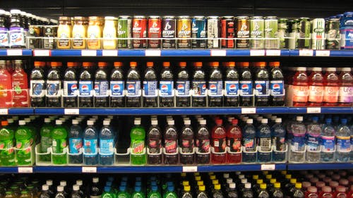 Due to limited storage room and refrigerator space, Woody's Cafe cannot allow for bottled beverages to be included as part of a student's meal swipe. Instead, students are only permitted to get a fountain drink or carton of milk as a beverage. – Photo by Wikimedia