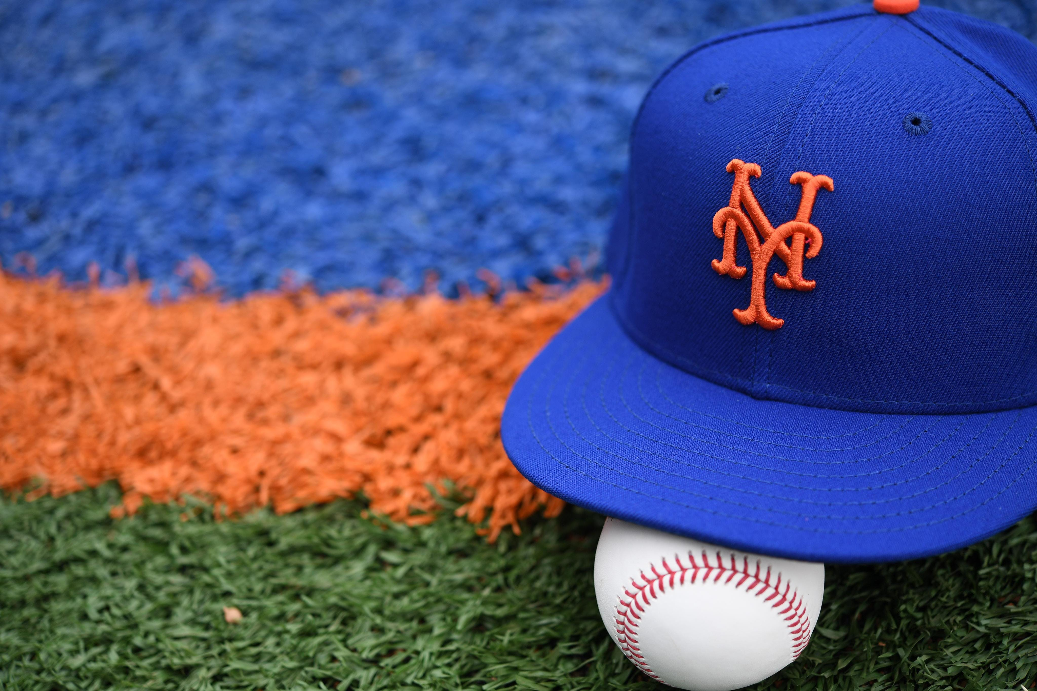 Baseball-Mets fire GM Porter over inappropriate text