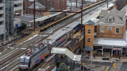 The cost of public transportation to and from the cities surrounding New Brunswick must be made significantly cheaper for Rutgers students.  – Photo by Van2005ko / Wikimedia.org