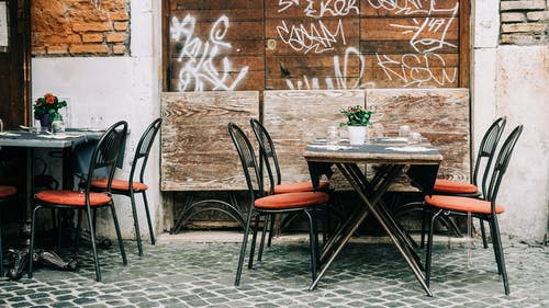 Outdoor dining is a great option for those looking to grab a bite with friends while also wanting to remain safe amid the pandemic.  – Photo by Unsplash.com